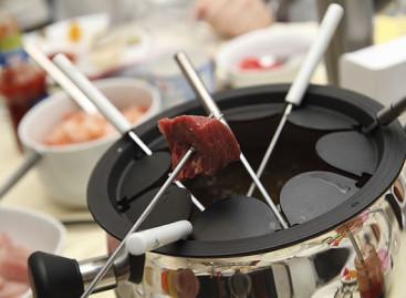 Fondue de carne com molhos