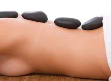 Massagem com pedras quentes revigoram o corpo e a mente
