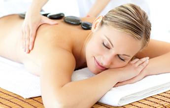 massagem com pedras quentes Clínica Luciana Toledo BH Mulher