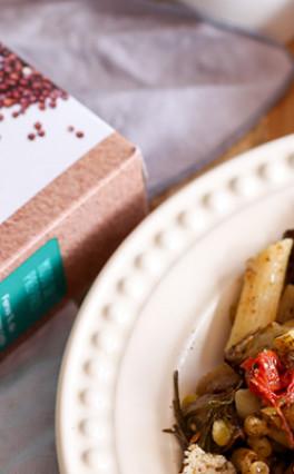 RECEITA SEM GLÚTEN – Salada de penne com berinjela, feta e tomates confit